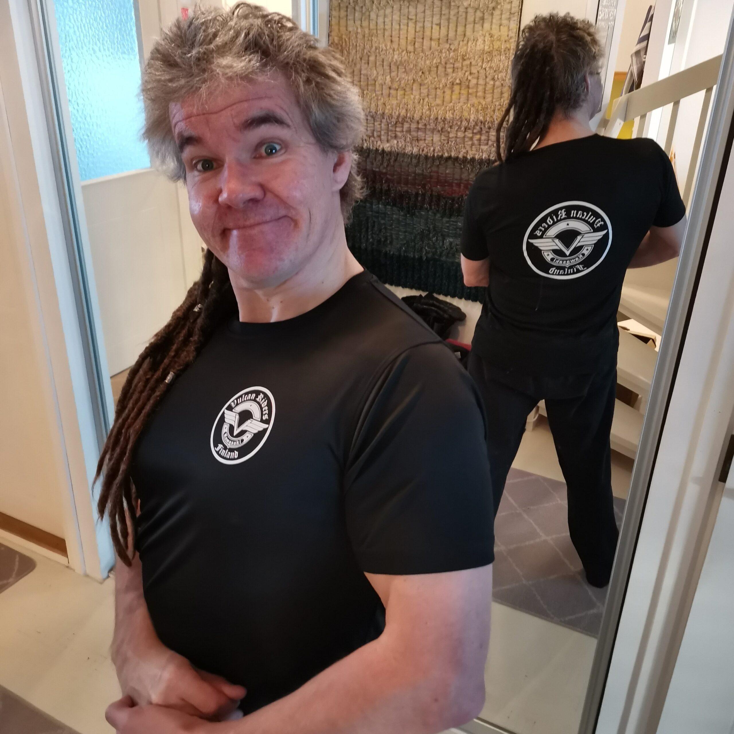 Tekninen T-paita nyt kerhotuotteissa